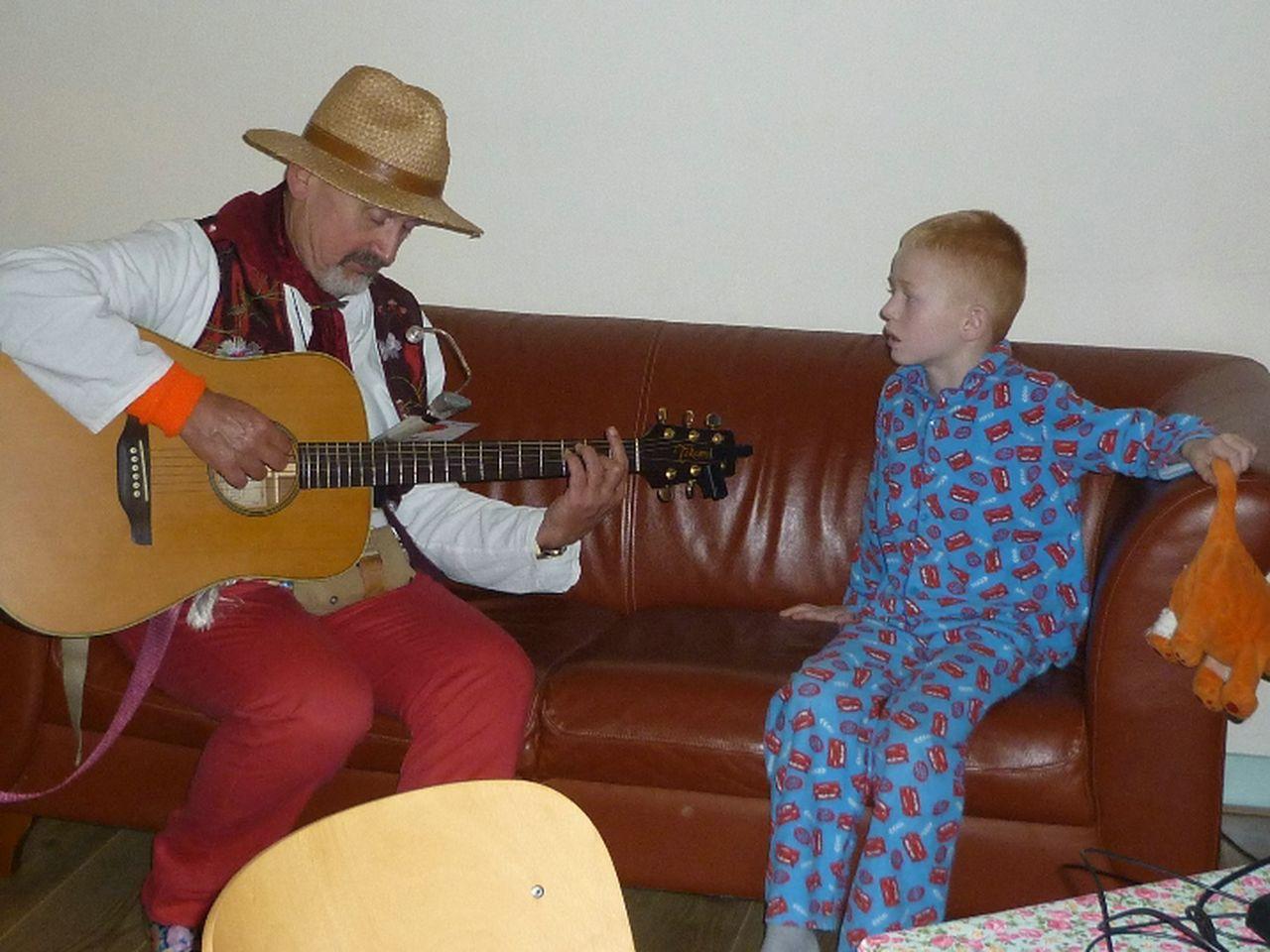 Troubadour Rob Krot op uw feest voor jong en oud