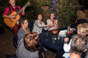 Aan tafel op uw feest met Troubadour Rob Krot